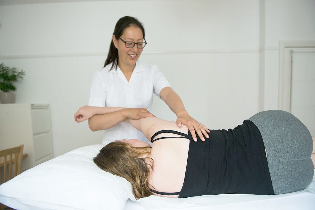 Treatment for shoulder pain Aimee Cox Hove Osteopath